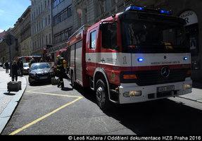 Zásah hasičů u Václavského náměstí: Museli evakuovat hosty z hotelu