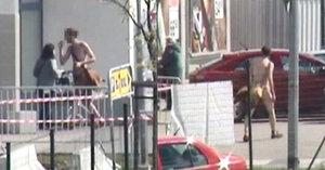 Nahý a opilý muž vyrazil na nákup do obchodu: Skončil na záchytce, pak na psychiatrii