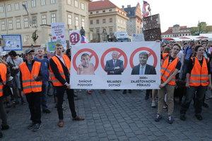 """Babišovy útoky a chaos Sobotky: Češi """"loví"""" politiky peticemi s tisíci podpisy"""