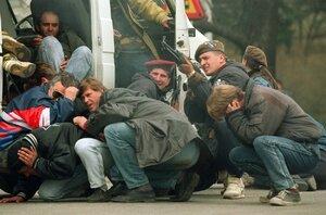 V Bosně znásilnili na 3000 chlapců a mužů. O hrůzách války se stydí mluvit