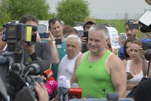Jiří Kajínek je na svobodě: Před branami ho čekal jásot a potlesk