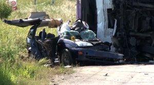 Řidička nedala přednost kamionu: Zahynuli čtyři lidé včetně školačky (†11)