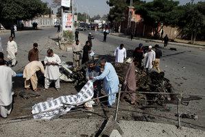 Dva výbuchy za tři minuty: Útoky v Pákistánu zabily 73 lidí
