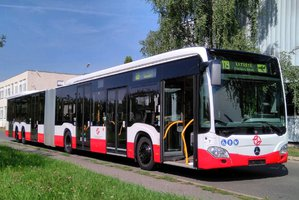 Na pražské letiště bude jezdit další »dlouhán«: Autobus pojme až 191 cestujících