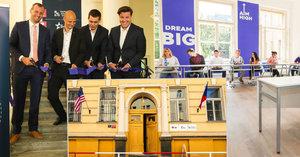 V Praze otevřeli první americkou střední školu: Školné bude 240 000 za rok!
