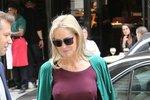 Sharon Stone na pařížském módním týdnu: Bradavky jsou in!