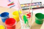 Krásná dekorace za pár minut? Vyzkoušejte malování na sklo!