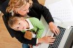 Máte děti a vyčítáte si, že kromě toho chodíte do práce, a tak se jim nemůžete věnovat tolik jako ženy, které zůstaly dlouhé roky doma? Podobné obavy jsou možná zbytečné, dětem to nijak neubližuje. I když samozřejmě záleží na tom, co která rodina upřednostňuje.