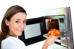 Praktická mikrovlnka: Pomůže vám oloupat česnek i změknout starý chléb