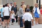 Brad Pitt s Angelinou Jolie makají i na líbánkách. Kromě toho, že se starají o svých šest dětí, natáčejí svůj nový film.