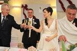 Svatební hostina: Těhotná Alex se držela za bříško. Čeká malého Mynáře!