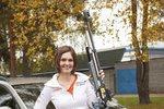 Jak vybírá auto olympijská vítězka Kateřina Emmons, když má manžela z Ameriky a dvě děti k tomu?
