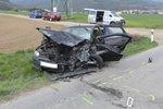 Osmdesátiletý řidič nezvládl řízení. Ve sportovním voze Mazda se zabil