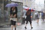 Víkendová výbava do ulic Prahy: Deštník a větrovku s sebou