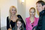 Tvrdá výchova dcer Stanislava Grosse: Bez práce ani korunu!