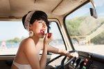 Vychytávky na cesty: Kosmetika, kterou si musíte sbalit, ať  jedete k moři nebo na festival