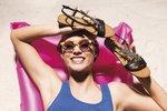 Letní pohodlné sandálky: Které letos frčí? Ortopedické a metalické!