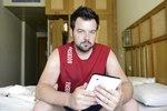 Uniklo z rozsudku: Kramný hledal na tabletu skripta z patologie! A prohlížel si fotky Moniky se striptérem