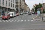 Veletržní ulice v Holešovicích přijde o jízdní pruh. Nově povede pouze jeden nahoru a jeden dolů.