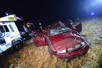 Vybourané auto našel cyklista: Tři muži zemřeli na cestě z koupaliště!