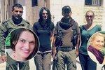Češky Markéta Kutilová a Lenka Klicperová ve společnosti kurdských vojáků, kteří dohlíželi na jejich bezpečnost při příjezdu do Sýrie.