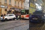 Prokletá Letná: Parkovací amatér zase zablokoval dopravu!