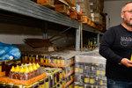 Další čtyři šarže medů od Včelpa obsahovaly antibiotika.