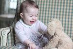 Královská rodina zveřejnila nové snímky princezny Charlotte.