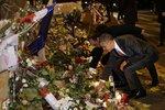 Prezident USA Obama a Francie Hollande uctívají památku obětí teroristů.