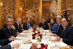 Hollande a Obama povečeřeli v luxusní restauraci.