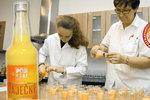 Jak chutnaly vaječné likéry spotřebitelům? Divná barva a spálenina