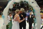 »Ano« si řekli na ledě. Svatbu během hokejového zápasu sledovalo 6 tisíc lidí