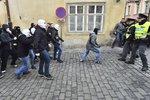 Protesty proti migraci v Praze: Napjatá situace na Malé Straně