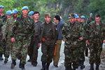 Zdravko Tolimir (uprostřed) na snímku z roku 1995