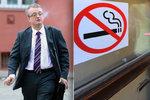 Smrdí mi i voňavky a nechci je zakazovat, cupoval poslanec zákaz kouření