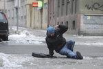 Zima je zpátky a bude to klouzat: Česko už večer obalí ledová krusta