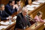 """""""Politici jsou až za uklízečkami,"""" řekl Zeman poslancům. Kalousek ho vypnul"""