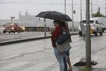 Pražany čeká deštivý víkend: Lepší bude zůstat doma pod peřinou