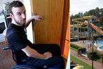 Jakubovi (22) praskl obratel při jízdě na toboganu: Skončil na invalidním vozíčku