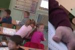 Arogantní úředník násilím odtáhl prvňáka ze třídy: V práci skončil!