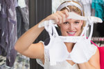Podprsenková revoluce: Ženy vzaly obchody útokem! Jaké prádlo se nejvíce prodávalo?
