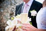 Zhrzená expřítelkyně překazila svatbu na Trutnovsku: Bombou rozehnala svatebčany