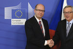 Sobotka vmetl šéfovi Evropské komise Junckerovi: Kvóty na migranty odmítáme
