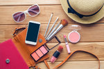 10 kosmetických produktů, které vám nesmějí chybět na žádné dovolené