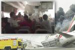 Panika a boj o život: Pasažér natočil video z hořícího boeingu v Dubaji