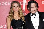 Johnny Depp si uřízl kus prstu a vlastní krví obvinil manželku z nevěry. Na rozvodu se konečně dohodli