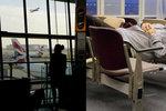 Jako Tom Hanks ve filmu Terminál: Angličan se nastěhoval do letištní haly