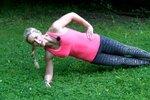 Letní cvičení: Nemusíte do tělocvičny, posilovat břicho můžete i v parku!