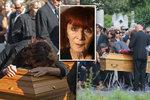 Modelky se v slzách vrhaly na rakev! Pohřeb návrhářky, která oblékala Selenu Gomez i Scarlett Johansson