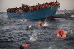 """Němci nabízeli uprchlíkům kurz plavání v moři. """"Koupací agenturu"""" strhali"""